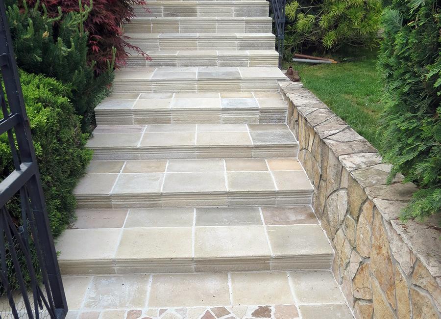 Lépcsőfront betonból