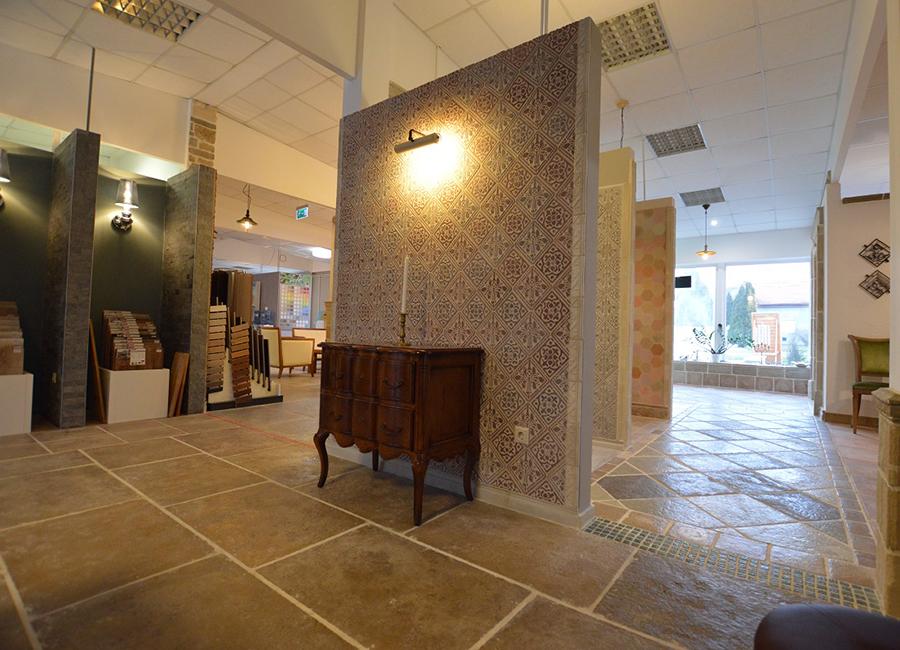 A képen fagyálló betonból készült padlóburkolat látható